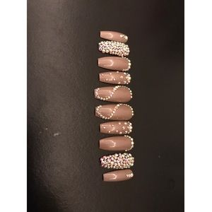 Nude W Bling Press on Nails